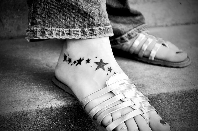 レーザーでタトゥーを除去するメカニズム
